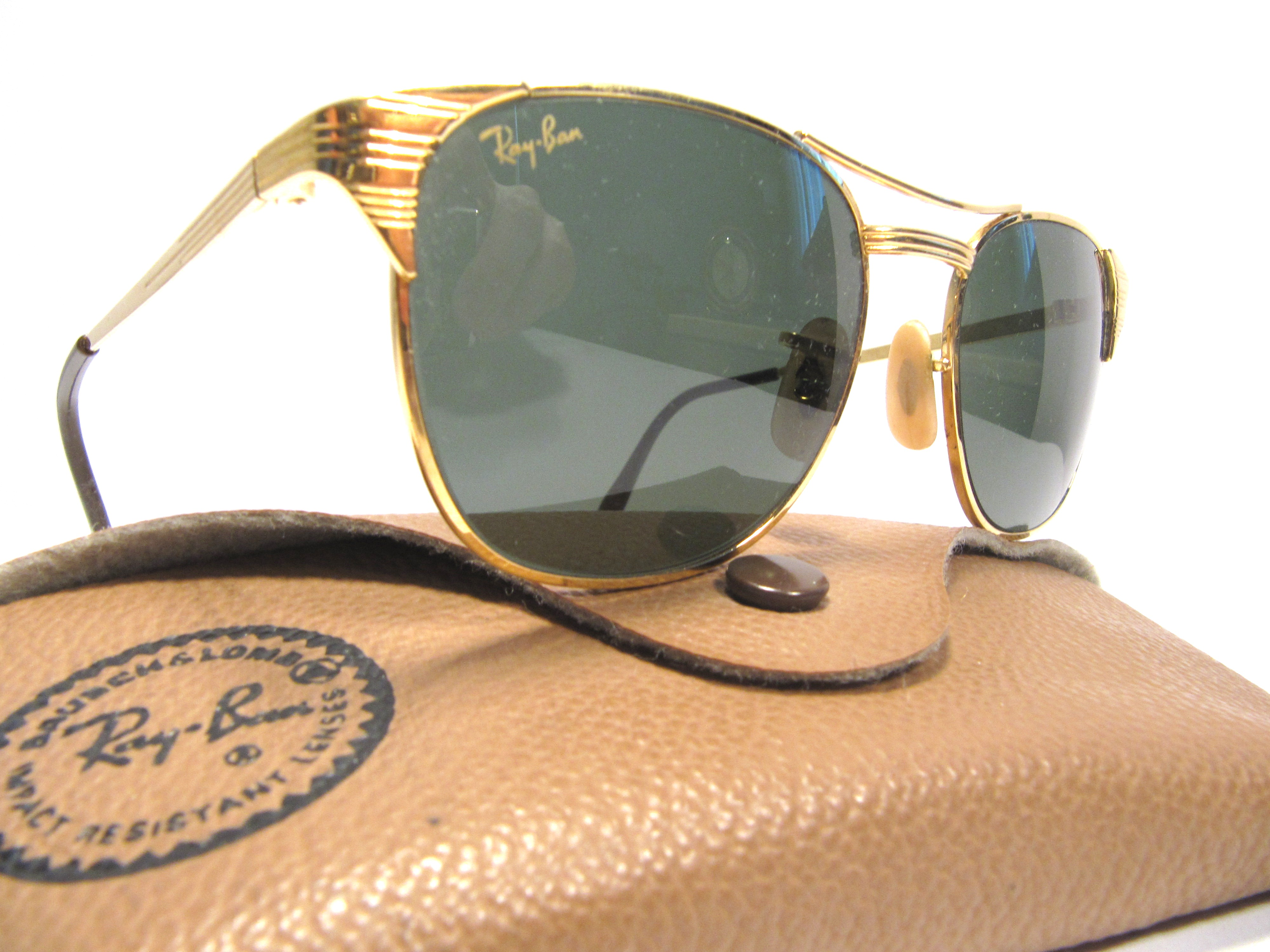 ray ban sunglasses made in usa  ray ban signet bausch & lomb, 1980s vintage sunglasses made in u.s.a, golden frame with green lenses