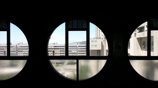 brutale architecture trieste 2016 round windows