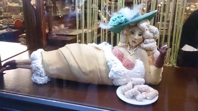 sugar lady demel vienna austria schaumrolle