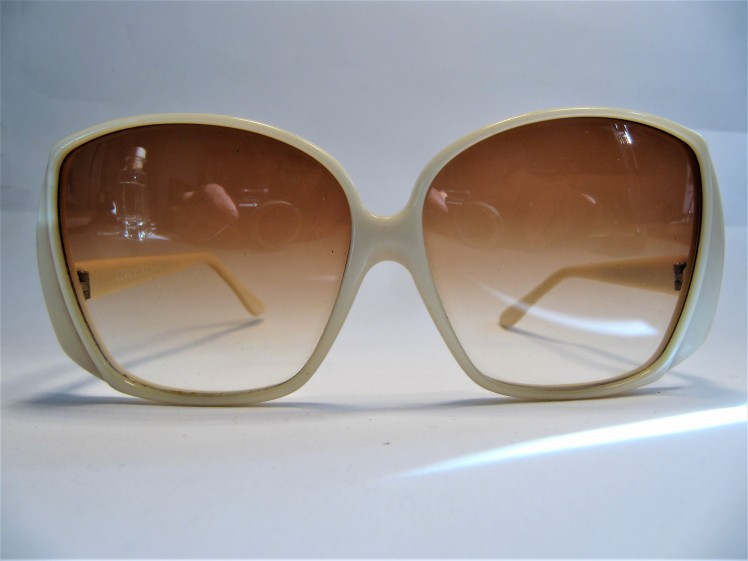 Givenchy Samba 1970s creme vintage sunglasses made in france